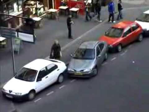 I posle kažu da žene ne znaju da se parkiraju...