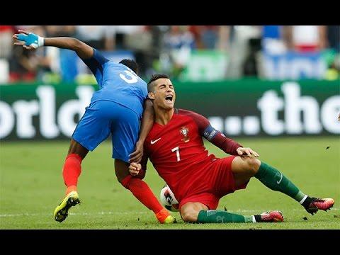 Chú bướm hôn Ronaldo đau đớn trên sân làm mọi người rơi nước mắt | Chung Kết Euro 2016