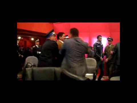 مواطنون صحراويون يطردون والي العيون من قاعة قصر المؤتمرات
