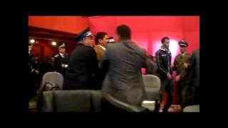 بالفيديو : مواطنون صحراويون يطردون والي العيون من قاعة قصر المؤتمرات | زووم