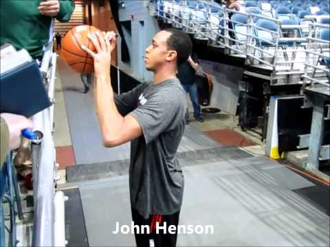 *JOHN HENSON* Milwaukee Bucks Signing and Dancing While Signing Autographs (1-15-14)