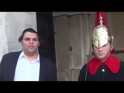 A guy makes A Royal Guard crack up at the Buckingham Palace