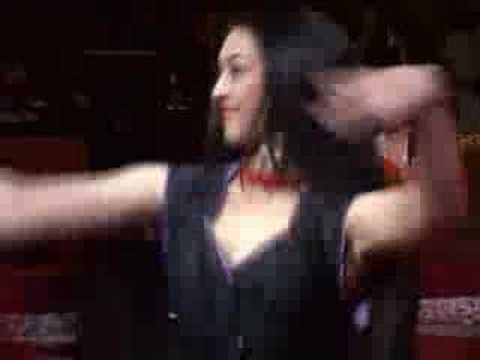 Бедная      - YouTube, Russian Gipsy Song - http://www.leonsia.ru/ Alexey Beslepkin - guitar, Leonsia Erdenko - song, Andrey Chistyakov - violin г.Пенза 2006г.