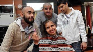 سابقة في المغرب شباب يحلقون رؤسهم تضامنا مع مرضى السرطان        خارج البلاطو