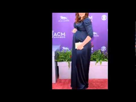 Hillary Scott Shows Off Post Baby Body in Curve Hugging LBD at the 2014 ACM Awards!