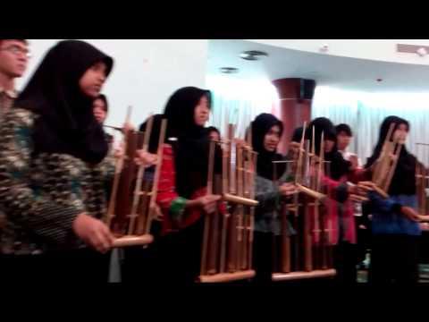 Tim Angklung Mahasiswa Kedokteran FKK UMJ