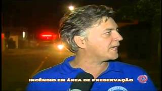 Inc�ndio amea�a casas no bairro Aeroporto em JF