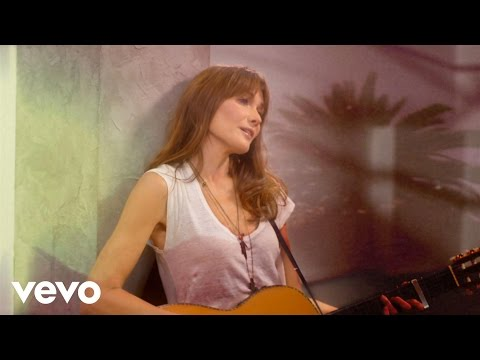 "Carla Bruni - Chez Keith Et Anita, ""chez Keith et Anita"", premier single extrait du nouvel album ""Little French Songs"". Disponible en téléchargement : http://bit.ly/keithetanita http://www.car..."