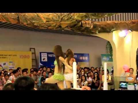 Video gái PG múa cột tại hội chợ CNTT 2010  - HayNhat.Net