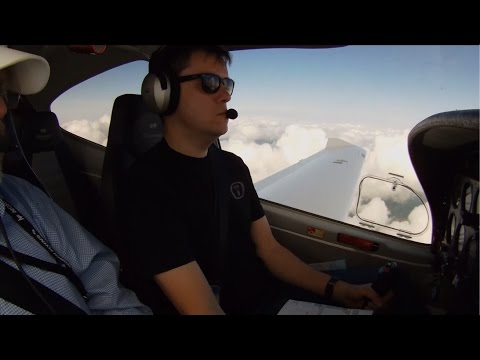 Diamond DA40: EIR(A) - lesson 2 - Cloud surfing