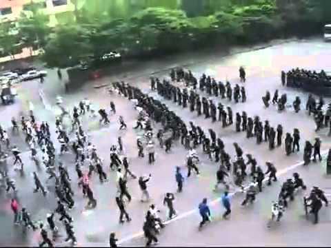 Cảnh sát Hàn Quốc tập dượt chống bạo động, dàn quân như Aoe