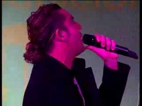 David Bisbal canta Silencio en directo