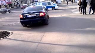 Taxiuri parcate ilegal pe bulevardul central
