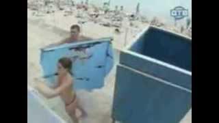 Divertida broma en la playa