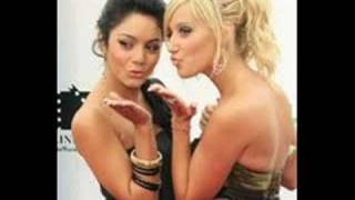 Ashley Tisdale And Vanessa Hudgens KISS!!!