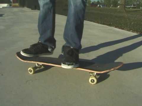 Cómo hacer trucos en patineta : Cómo hacer un Pop Shove de frente en patineta