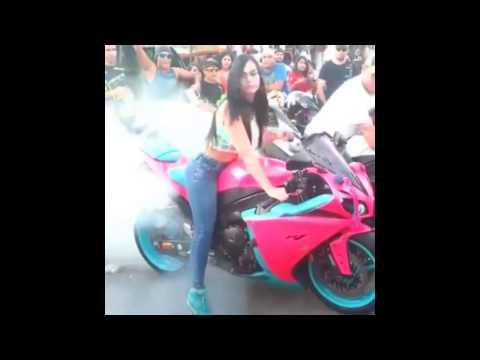 Nữ quái xế  siêu vòng 3  mê bốc đầu mô tô