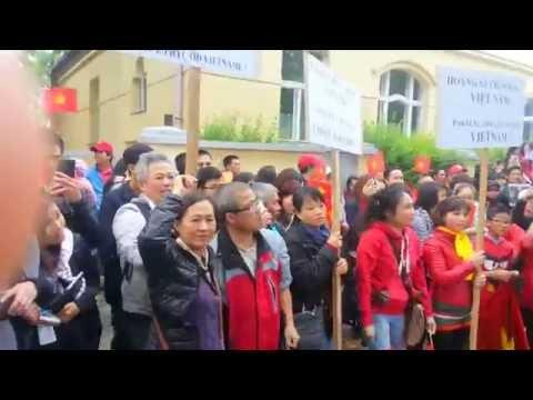 Vietinfo.eu - Biểu tình chống Trung Quốc tại Praha 11/5/2014
