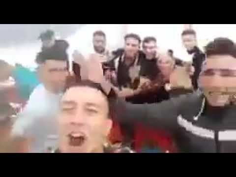 بالفيديو:بالأغاني والشعارات.. شباب يوثقون رحلتهم السرية نحو إسبانيا