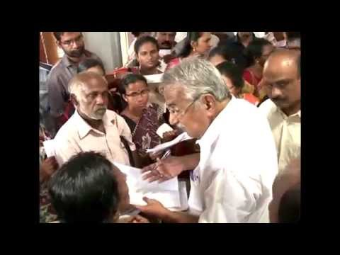 Oommen Chandy meets people at New Visitors center in Secretariat