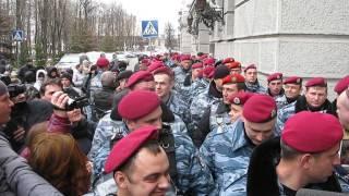 Харьков - 11 апреля 2014 - Беркут возле УМВД - 4