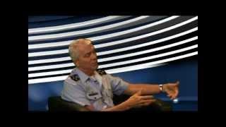 O Chefe do Estado-Maior da Aeronáutica, Tenente-Brigadeiro do Ar Aprígio Eduardo de Moura Azevedo, explica sobre os projetos de modernização da Força Aérea Brasileira. Outros assuntos tratados foram o controle do espaço aéreo na Copa do mundo de 2014 e nas Olimpíadas de 2016.