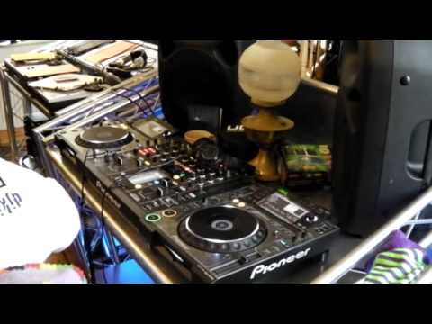 DJ Tutorial. How to construct a set that will stand out. Two tunes always in the mix!