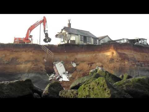 Last remaining house on Beach Road, Happisburgh being demolished