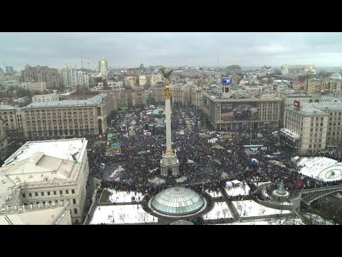 Ukraine's pro-EU protests draw 200,000 in Kiev