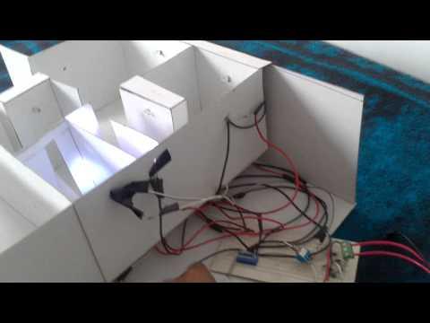 Maqueta de una casa electrificada o iluminada con leds