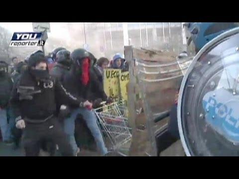 image vidéo مواجهات بين الطلبة وقوات مكافحة الشغب