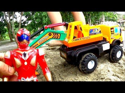 Excavator toy Đồ chơi xe máy xúc may mắn tìm được đồ chơi trẻ em by Giai tri cho Be yeu