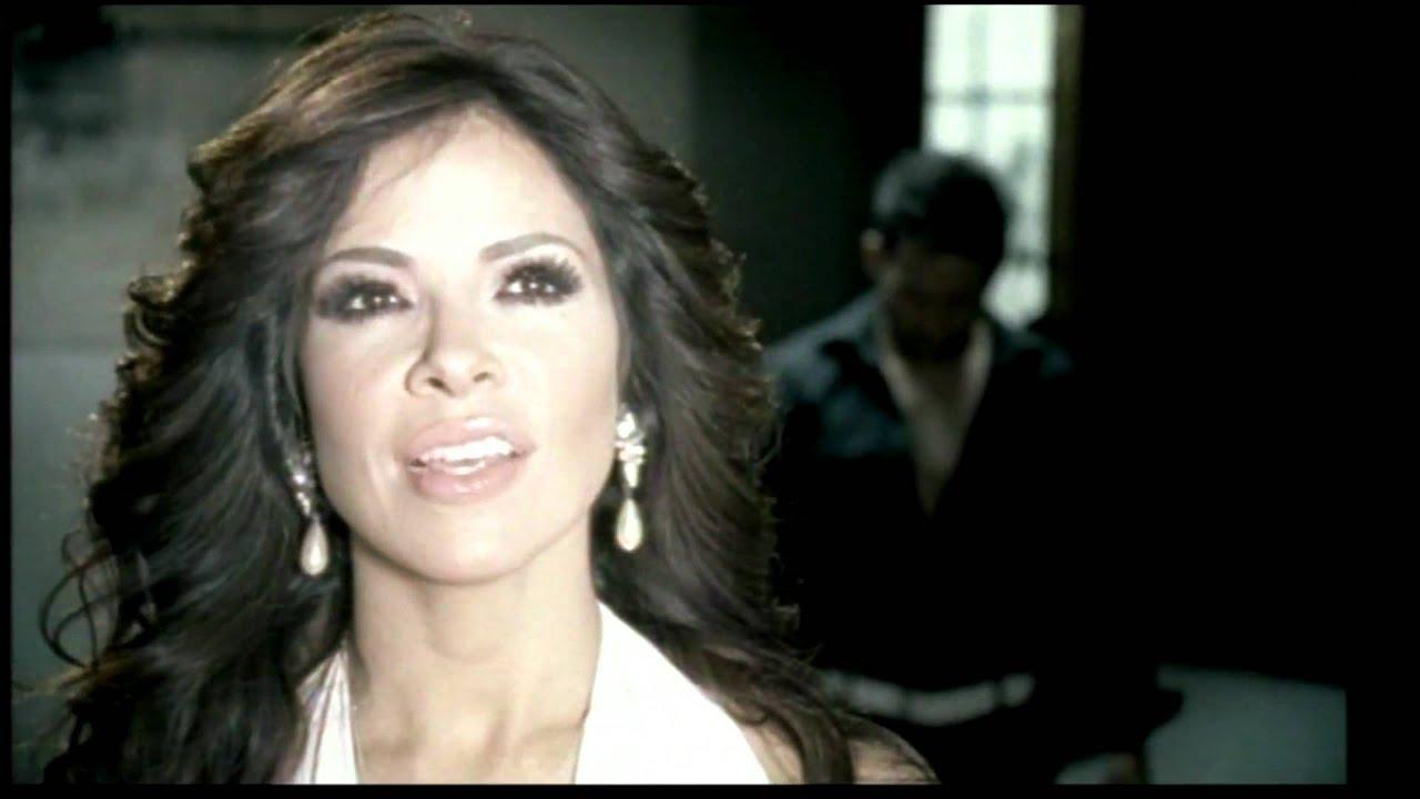 Gloria Trevi - Todos Me Miran (Lyrics + English translation) - YouTube