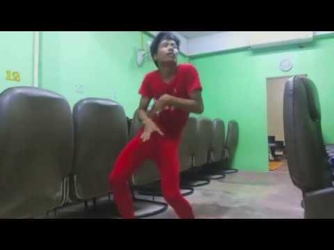 siêu nhân áo đỏ nhảy tung trời