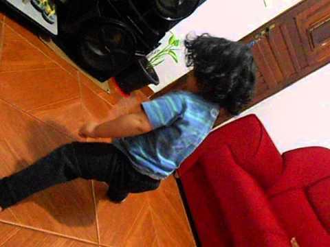 Kauã 2 anos dançando ziriguidum (Funk)