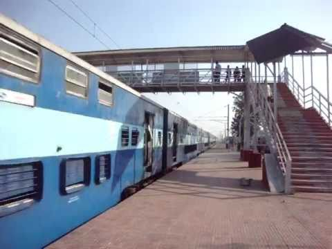 Indian Railways..The legendary Flying Ranee overtaking Surat-Virar Shuttle at Gholvad