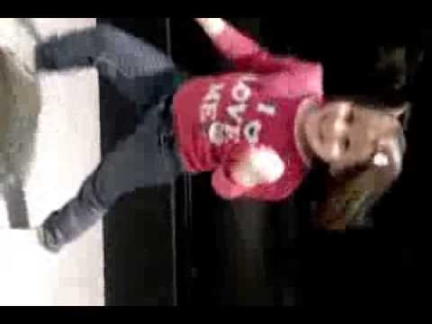 Micaela a dançar e sem musica.  :)