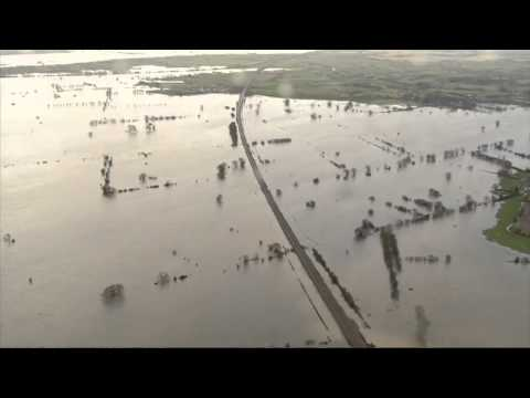 UK floods : Somerset badly affected - video