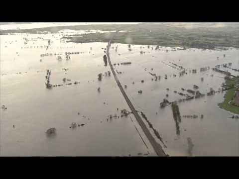 UK floods : Somerset badly affected - video