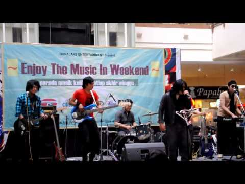 The Fly band - Sang Penyelamat ( cover  by HumzTer ) at Plaza Cibubur.