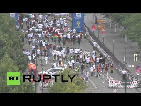 Germany: Thousands gather at Fan Mile as German World Cup team arrive in Berlin