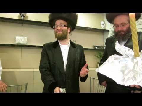 Hình ảnh trong video Yoely Lebowitz Pester Rebbe making havdoleh in