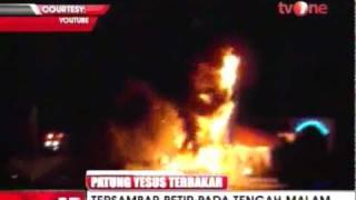 Patung Yesus Tertinggi Di AS Tersambar Petir Dan Terbakar