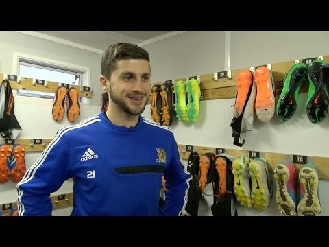 Shane Long Signs for Hull City