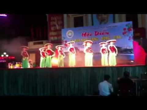 Mua Nét duyên Việt Nam ( múa ở nhà hát lớn Thành phố)