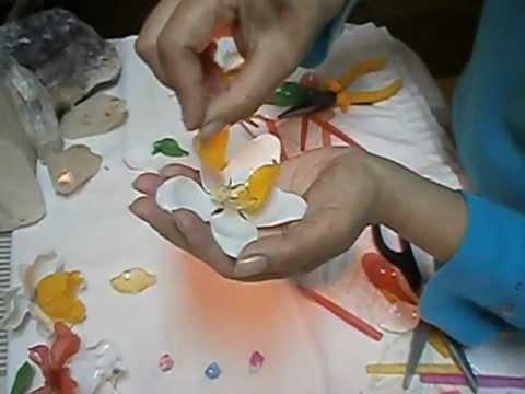 Como hacer flores con cucharitas de pl stico youtube - Flores de plastico ...