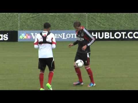 Jan Vertonghen does a knee AKKA