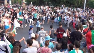 [Dancing Protesters at Massive Protest in Sofia   20 06 2013 ...]
