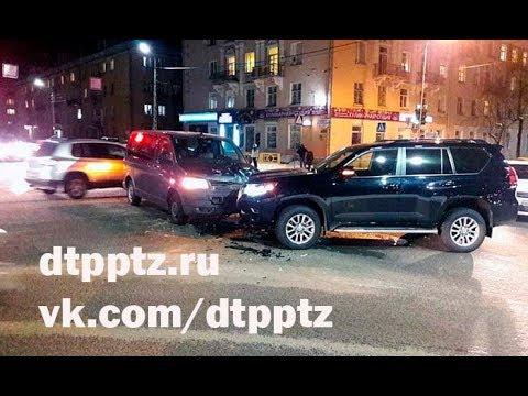 На улице Антикайнена столкнулись Тойота и Фольксваген