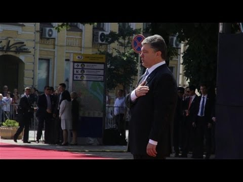Ukraine's Poroshenko sworn in as president